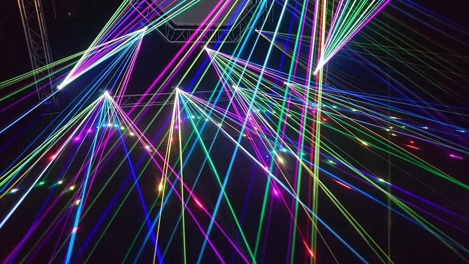 Zažijte zábavu plnou laserů