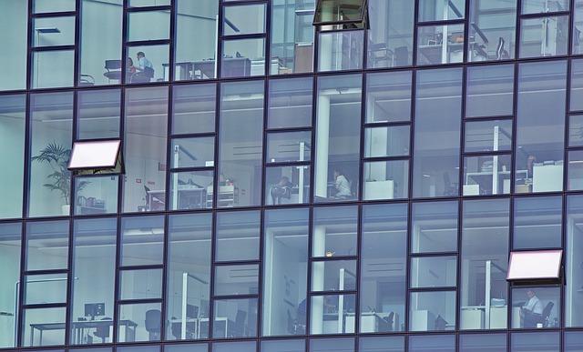 skleněná budova.jpg