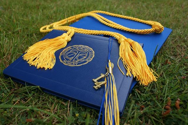 diplom na promoci.jpg